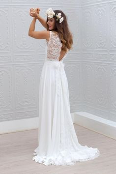 Gorgeous 30 Simple Beautiful Low Back Wedding Dress https://bitecloth.com/2017/10/01/30-simple-beautiful-low-back-wedding-dress/ #weddingdress