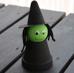 the chirping moms: 3 Halloween Projects for Kids - clay flower pot paint black. Wooden ball with flat bottom painted green, hat made from construction paper, and yarn for hair. Easy to assemble. May need help with the glue Diy Halloween, Theme Halloween, Halloween Crafts For Kids, Halloween Activities, Holidays Halloween, Holiday Crafts, Holiday Fun, Halloween Decorations, Christmas Holidays