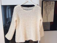 Deilig boblegenser strikket i soft alpaca,  det garnet er så deilig så bruker det mye.  Er så fint hvis det regner og er fuktig så føler man seg tørr på kroppen fordet med dette garnet.... Alpacas, Pullover, Sweaters, Fashion, Threading, Moda, La Mode, Sweater, Sweater