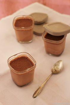 Yogurt de chocolate | La cocina perfecta Light Desserts, No Cook Desserts, Just Desserts, Milk Shakes, Kombucha, My Recipes, Cooking Recipes, Choco Chocolate, Yogurt Ice Cream