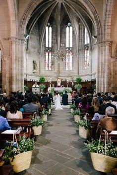 wedding church decoration - Pin This Church Wedding Decorations Rustic, Altar Decorations, Rustic Wedding, Wedding Church, Wedding Fotografie, Aisle Style, Church Flowers, Wedding Designs, Wedding Flowers
