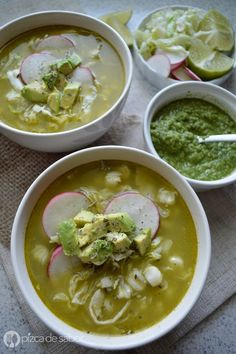 verde de pollo This looks good minus the pepitas & epazote wth is that. ***Cómo hacer pozole verde de pollo (paso a paso) This looks good minus the pepitas & epazote wth is that. ***Cómo hacer pozole verde de pollo (paso a paso) Authentic Mexican Recipes, Mexican Food Recipes, Soup Recipes, Chicken Recipes, Cooking Recipes, Healthy Recipes, I Love Food, Good Food, Yummy Food