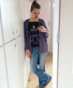 I'm getting tired of the same boring mirrorselfies hence the face.  #memademay in a upfashioned @acrylick tee and the #driftlesscardigan of @grainlinestudio. And my one and only pair RTW jeans i réálly like. So i should start making a Birkin Flare i guess.  #mmmay16 #upcycle #refashion #diy #grainlinestudio #larktee #isew #sewing #ilovesewing #naaien #naaienisleuk #zelfgemaakt #handmade #handemadeclothes #imadethis by __niki_