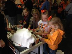 College Replicas entertains a few Little Lady Vol fans at the game. Who doesn't like coloring? Collegereplicas.com