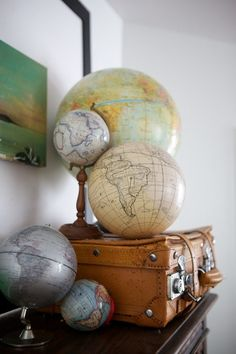 Vintage Globes // Home Tour // Apartment Therapy // Converted warehouse apartment on the historic downtown mall of Charlottesville, Virginia World Globe Map, Globe Art, Globe Decor, World Globes, Map Globe, Vintage Luggage, Vintage Maps, Vintage Market, Vintage Stuff