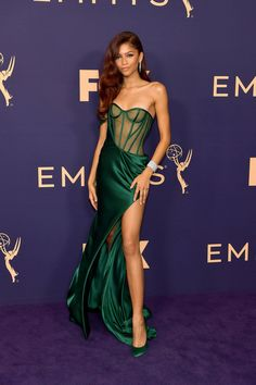 Cursed Images Discover Just Out of Curiosity Who Else Gasped in Awe After Seeing Zendaya at the Emmys? Just Out of Curiosity Who Else Gasped in Awe After Seeing Zendaya at the Emmys? Zendaya Outfits, Zendaya Style, Mode Outfits, Dress Outfits, Fashion Dresses, Zendaya Dress, Zendaya Red Hair, Zendaya Fashion, Zendaya Model