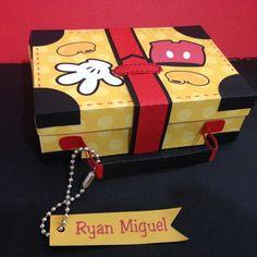 Mickey Birthday, Mickey Party, Diy Birthday, Mickey Vintage, Mickey E Minnie Mouse, Disney Mickey, Disney Diy Crafts, Diy And Crafts, Scrapbook Da Disney