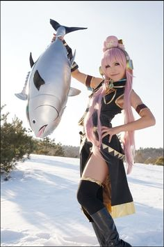 Awesome Luka Megurine cosplay. I hope that when I cosplay Luka, I will be able to make a Tako Luka buddy and maybe even go as far as to make a tuna.