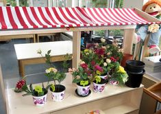 Themahoek tuincentrum voor kleuters, kleuteridee, juf Petra, role play garden center for preschool Dramatic Play, Playroom, Petra, Projects To Try, Table Decorations, Stage, Blog, Fashion, Gardens