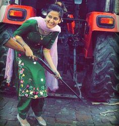 #Ghaint punjabi Kurta Pajama Punjabi, Punjabi Dress, Patiala Salwar Suits, Salwar Suits Party Wear, Designer Punjabi Suits, Indian Designer Wear, Stylish Girls Photos, Stylish Girl Pic, Punjabi Girls