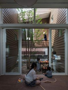 This house is so clever--central core with the house spiraling upwards, ending in a lovely rooftop patio.  *sigh*