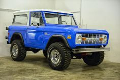 Classic Ford Broncos - check out some of our recent show-quality early model Ford Bronco restorations. Classic Bronco, Classic Ford Broncos, Classic Trucks, Classic Cars, Broncos Pictures, Early Bronco, Bentley Motors, Jeep Suv, Old Ford Trucks