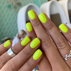 Search for 10 MATT NAILS DESIGNS A bright shade of varnish, sparkles or a pattern on one nail is very stylish.different look for your nails Matte Nails, Acrylic Nails, Nails 2018, Nail Trends, Ring Finger, Trendy Nails, Short Nails, Pedi, You Nailed It
