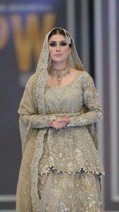 Ayeza khan Pakistani couture Pakistani Bridal Couture, Pakistani Wedding Outfits, Bridal Outfits, Pakistani Dresses, Indian Bridal, Indian Dresses, Indian Outfits, Celebrity Fashion Outfits, Fashion Dresses