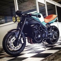 Triumph speed triple 1050 Cafe racer édition