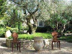 Garden Design with Tips to Create a Provence Garden with Landscaping Ponds from gardenia.net