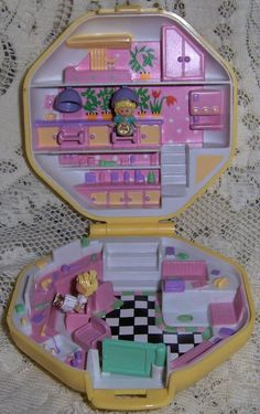 Polly Pocket Hair Salon w/2 dolls Vintage 1990 Bluebird | http://amazingelectronictoys.blogspot.com
