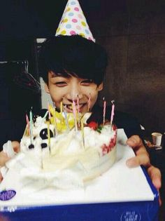 Omo :o It's Kookie day :D Yahh , oppa , happy birthday :3 Stay healthy , strong , cute , annoying xD? and always be the best :D So bad I can't give you any present :( Yeahh , my mom won't allow me -.- Always remember your fans oppa :D BTS fighting :3       -01.09.1997-