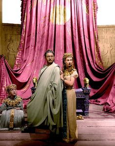 """Vivien Leigh with Claude Rains in """"Caesar and Cleopatra"""" (1945)"""