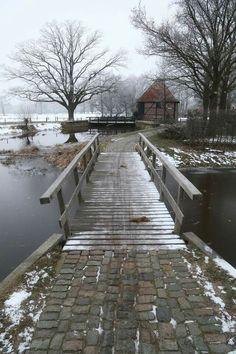 Het wordt weer kouder deze week... Krijgen we weer mooie winterse foto's zoals deze bij Watermolen van Oele van Vincent Croce?