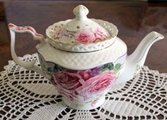 Pink-Rose-Motive-Fine-Bone-China-Tea-Pot