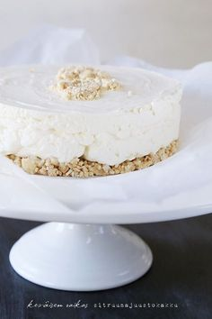 Cheesecake with lemon. Sweet Recipes, Cake Recipes, Desert Recipes, Healthy Treats, Vegan Desserts, Cheesecakes, Yummy Cakes, Vanilla Cake, Waffles