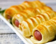 Crenvusti in foietaj – Savoare si Bun Gust Hot Dog Buns, Hot Dogs, Cooking Time, Cooking Recipes, Romanian Food, Cookie Do, Pastry And Bakery, Cookies Policy, Feta