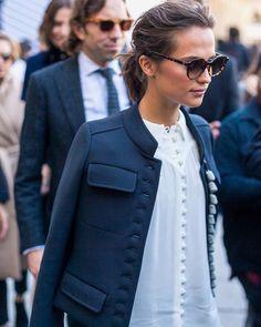 """752 mentions J'aime, 11 commentaires - Ellen Toler (@ellentoler) sur Instagram: """"Alicia Vikander in Louis Vuitton at Paris fashion week. 📷: Diego Zuko @harpersbazaarus…"""""""