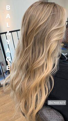 Beach Blonde Hair, Blonde Hair Shades, Dyed Blonde Hair, Blonde Hair Looks, Brown Blonde Hair, Honey Blonde Hair Color, Beige Blonde Hair Color, Medium Blonde, Honey Hair