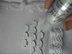 Decorando la torta con  liquid pearls plateado