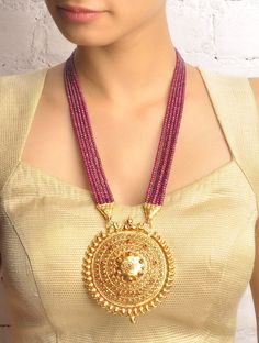 Temple Jewellery Collection in India - Sangeeta Boochra Designer Jewellery… Gold Jewellery Design, Bead Jewellery, Pendant Jewelry, Beaded Jewelry, Designer Jewellery, Temple Jewellery, Handmade Jewelry, Designer Earrings, Crystal Jewelry