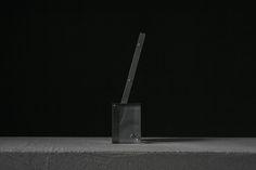 Desk pen by Claustrum. Photo by TASTE.