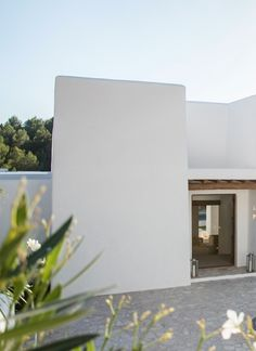 A MODERN FINCA STYLE VILLA ON IBIZA | THE STYLE FILES