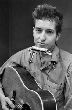 ∆ Ladies and gentlemen, Mr. Bob Dylan.