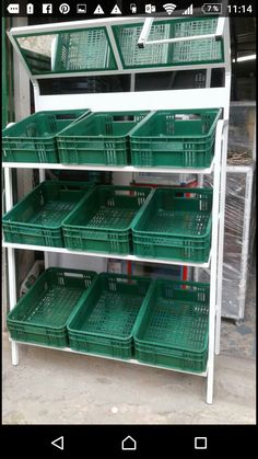 Vegetable Stand, Vegetable Shop, Shop Shelving, Retail Shelving, Container Coffee Shop, Home Deco Furniture, Juice Bar Design, Pallet Home Decor, Supermarket Design