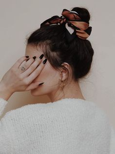hairstyles // bun Messy Bun Hairstyles, Latest Hairstyles, Headband Hairstyles, Straight Hairstyles, Wedding Hairstyles, Hairstyle Ideas, 2 Buns Hairstyle, Drawing Hairstyles, Chignon Hair