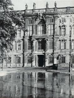 Berliner Schloss.. portal Lustgarten.. Kaiser Wilhelm Straße.. Apotheke side of castle