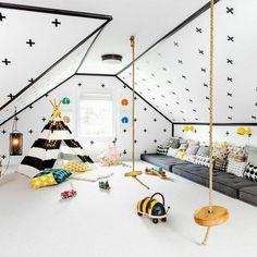 aménagement chambre montessori, matelas gris, tipi enfant en noir et blanc, revêtement sol blanc, murs couleur blanche à motifs noirs, coussins multicolores, jouets