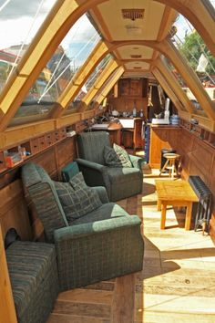 The curved beams are a great woodworking feat Barge Interior, Yacht Interior, Narrowboat Interiors, House Boat Interiors, Canal Boat Interior, Dutch Barge, Houseboat Living, Floating House, Boat Design