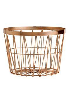 Cestino in metallo: Cestino in metallo. Altezza 15 cm, diametro superiore 21 cm.