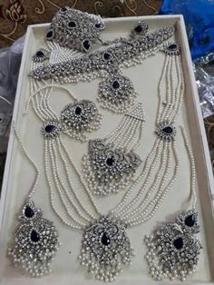 White Gold jewelry Set - - Antique Gold jewelry With Weight - - Gold jewelry Simple Bangles - Tikka Jewelry, Indian Jewelry Earrings, Jewelry Design Earrings, Gold Jewelry, Silver Necklaces, Delicate Necklaces, Quartz Jewelry, Silver Rings, Pakistani Bridal Jewelry