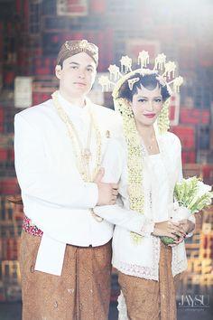 Pernikahan adat Jawa at Morabito Art Villa Bali - www.thebridedept.com