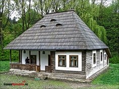 MUZEUL SATULUI BUCOVINEAN SUCEAVA Crasma Saru Dornei Village House Design, Village Houses, Old Country Houses, Old Houses, Moomin House, Adobe House, New House Plans, Dream Home Design, Stone Houses