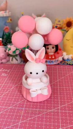 Cute Polymer Clay, Cute Clay, Polymer Clay Crafts, Diy Clay, Polymer Clay Disney, Polymer Clay Figures, Polymer Clay Animals, Fondant Flower Tutorial, Cake Topper Tutorial