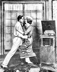 Rudolph Valentino dancing the tango with Alice Terry in a publicity photo for The Four Horsemen of the Apocalypse Hollywood Music, Golden Age Of Hollywood, Vintage Hollywood, Hollywood Couples, Rudolph Valentino, Silent Film Stars, Movie Stars, Valentino Tango, Horsemen Of The Apocalypse