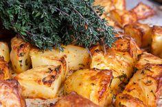 Így lesz valóban ropogós a sült krumpli: egy hozzávaló a titka - Receptek | Sóbors Baking Recipes, Cake Recipes, Side Dishes, Pork, Chicken, Vegetables, Yum Yum, Cooking Recipes, Kale Stir Fry