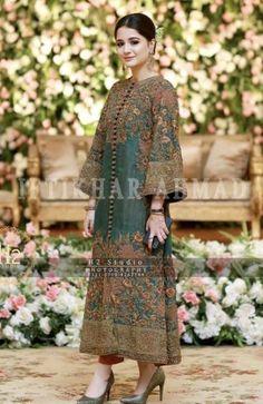 Ideas Dress Brokat Kuning Source by aravinder brokat Shadi Dresses, Pakistani Formal Dresses, Pakistani Wedding Outfits, Pakistani Dress Design, Indian Dresses, Indian Outfits, Indian Designer Outfits, Designer Dresses, Trajes Pakistani