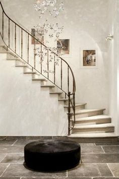 Bourgondisch Kruis - Beurzen - Classic Event 2013 Source by Wrought Iron Stair Railing, Stair Railing Design, Iron Staircase, Interior Staircase, Staircase Remodel, Staircase Railings, Banisters, Curved Staircase, Stairways