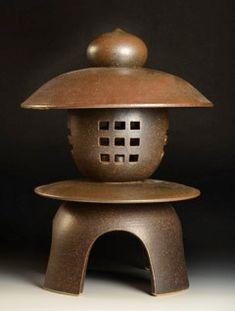 Nichibei Potters Garden Lantern - brown