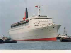 in white / grey / pebble grey hull colours Cunard Ships, Rms Queen Elizabeth, Dock Bumpers, Ocean Cruise, Merchant Navy, Boating Outfit, Sailing, Pebble Grey, British
